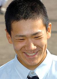記者会見で笑顔を見せる、「プロ志望届」を提出した駒大苫小牧の田中将大投手=13日午後、北海道苫小牧市の同校