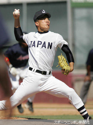力投する日本高校野球選抜の田中