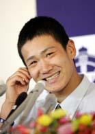 4球団から指名された田中将大。くじ引き前は余裕の笑顔をのぞかせたが…=25日、北海道苫小牧市の駒沢苫小牧高校
