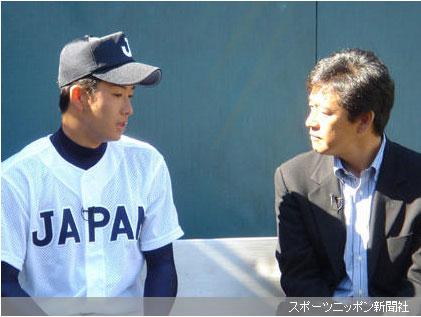 栗山氏のインタビューに真剣に答える斎藤