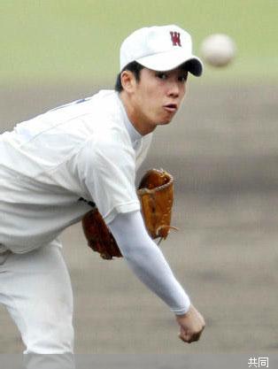 国体の公開練習で投球練習する早実・斎藤 Photo By 共同