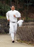 練習の最後にランニングする斎藤=東京・八王子市の早実・王貞治記念グラウンド