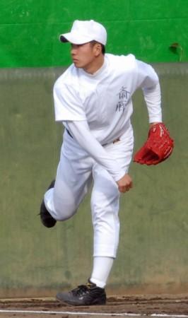 早大野球部での初練習でキャッチボールをする斎藤佑樹投手=東京都西東京市で13日、丸山博写す