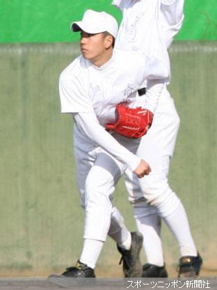 早大の練習に初参加しキャッチボールをする斎藤