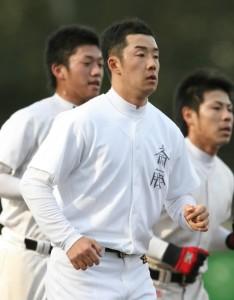 早大野球部の練習に初めて合流した斎藤=早大東伏見キャンパスで