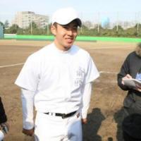 練習後、会見する早実・斎藤