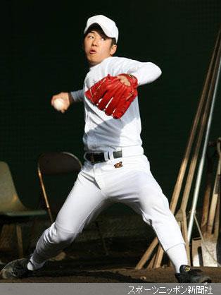 今年初のブルペンで投球を披露した早実・斎藤