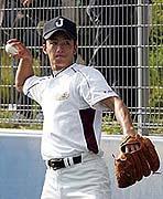 キャッチングをする斎藤投手