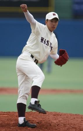 早大選手として初めて神宮球場のマウンドに上がる斎藤=神宮球場で31日午後1時4分、山本晋撮影