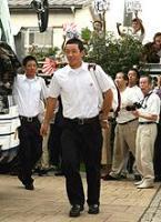 母校に凱旋した斎藤佑樹は、垣根をこえた声援に笑顔(撮影・浅見桂子)