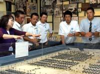 日本高校野球選抜の一行は日系人博物館見学した(撮影・リョウ藪下)