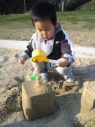 砂場大好き