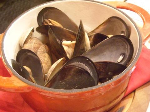 ムール貝とアサリのワイン蒸し