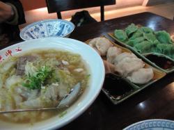 水餃子と酸っぱい麺