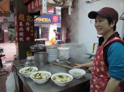ワンタン麺とおばちゃん