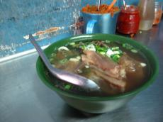 台北の牛肉麺小