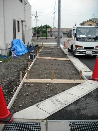 駐車場型枠とメッシュ配筋