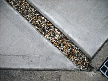 土間コンクリート 砂利目地