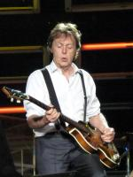 Paul_McCartney_live_in_Dublin.jpg
