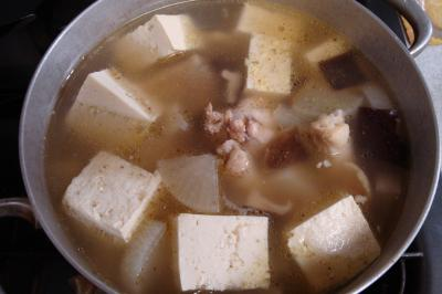 鶏手羽元と豆腐のスープ煮途中