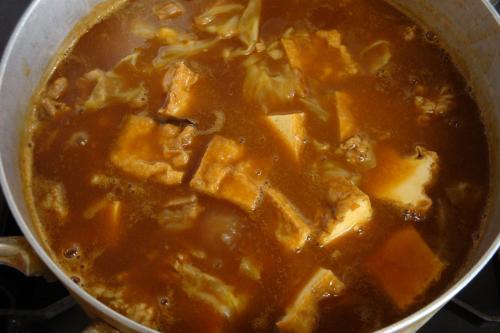牛筋と厚揚げとキャベツのカレー煮込み