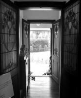 玄関(白黒)