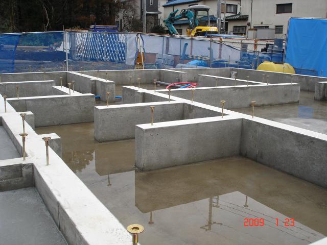 20090123基礎内水溜り
