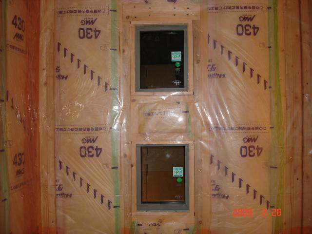 0228玄関に面したプチFIX窓
