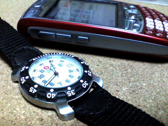 K3100005時計とTreo680.jpg