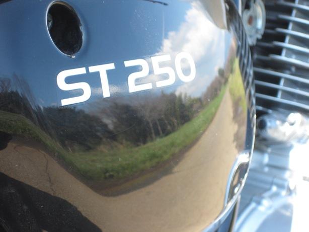 ST250サイドカバー