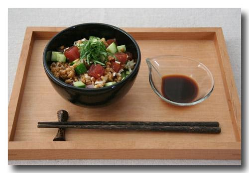 まぐろ納豆きゅうりのわさび醤油丼