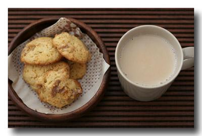 『 カルダモン・クルミ・クッキー 』  と 『 チャイ 』