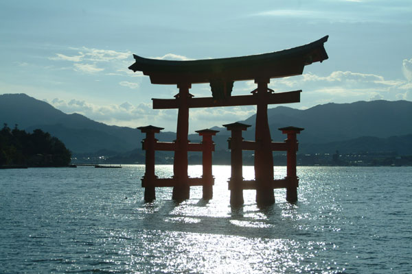厳島神社3大鳥居逆光