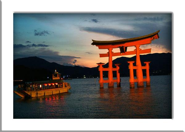 厳島神社16大鳥居ライトアップ船