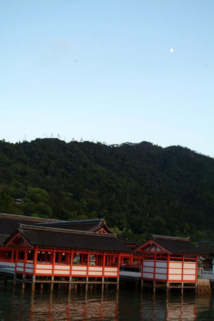 厳島神社13本殿月