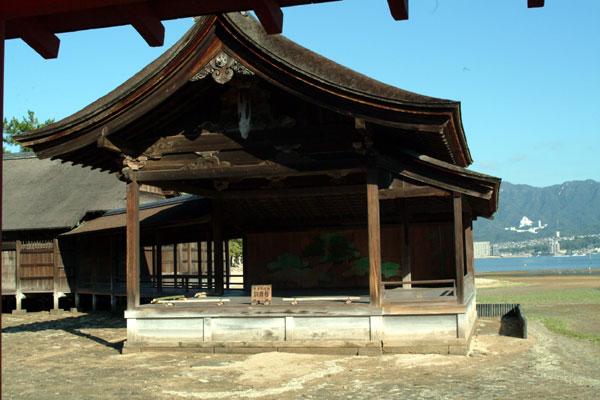 厳島神社参拝12能舞台