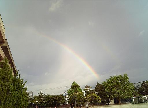 グランドで見た虹゛1