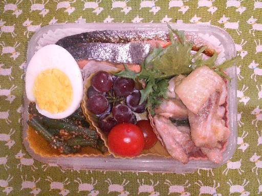 旦那さんのお弁当・・・鮭とチキンソテー