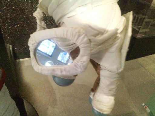 宇宙服の手元の鏡