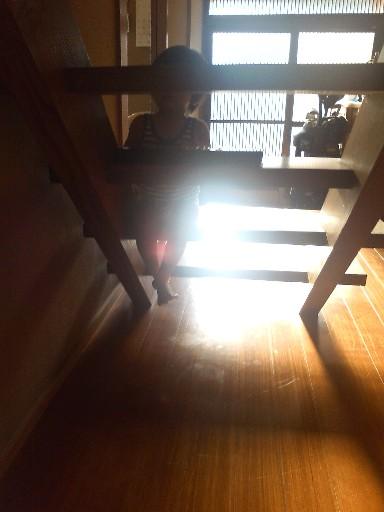 実家の階段はテーブル