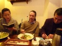 vo小柳淳子さんg村山義光氏カレーを食べる