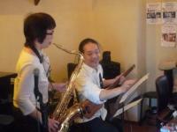 受講者テナーサックス奏者とg村山義光講師