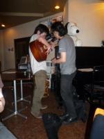 LIVE終了後、お客さんとg村山義光氏のギター講座?