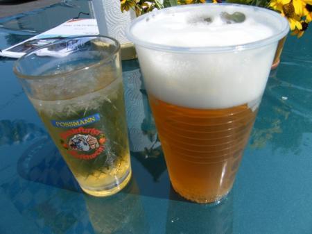 生ビールとぶどうジュース