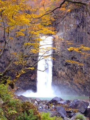 日本の滝100選『苗名滝』