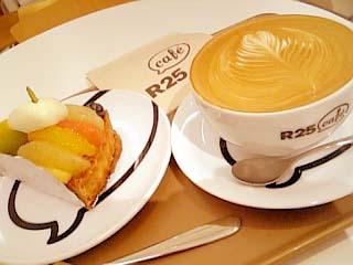 R25カフェ カフェラテ+フルーツタルト