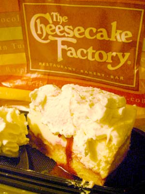 The Cheesecake Factory レモンラズベリークリームチーズケーキ