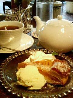 カフェユイット アップルパイ&紅茶