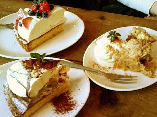 drole ケーキ3つ