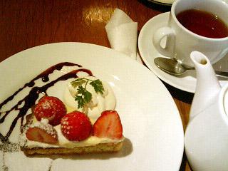 quatre cafe いちごタルト&紅茶